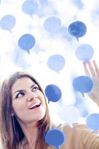 zdjęcie kobiety która uczy się słowek naturalnie